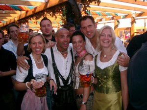 Lederhosen und Dirndl - the proper outfit for the Octoberfest in Munich